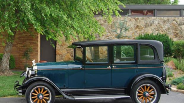 1927 Pontiac Landau sedan