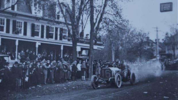Vanderbilt Cup Race,  Oct. 24, 1908. The winning Locomobile stopped at the end of the ninth lap to take on supplies. The tanks were filled in 75 seconds.