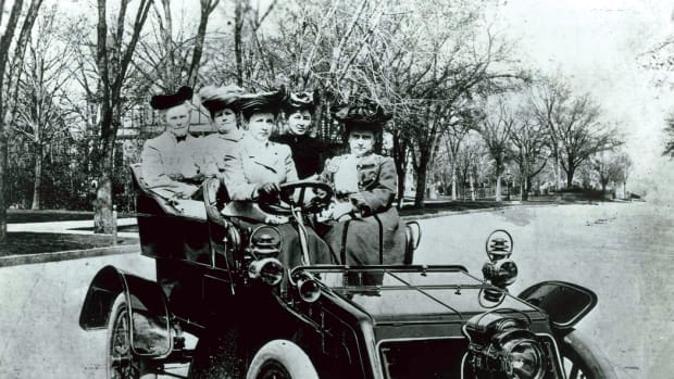 Showing women enjoying a ride in a 1903 Packard was pure gold for promotional purposes.