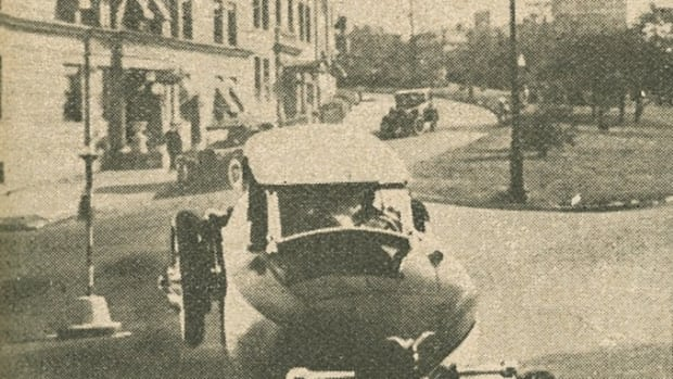 The Auto-Boat on land, as pictured in the November 1921 American Automobile Digest.
