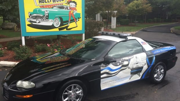 The 2002 Chevrolet Camaro B4C police model is being auctioned to benefit the family of Fox Lake (Ill.) Police Lt. Joe Gliniewicz.