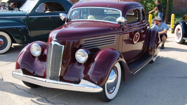 Postwar Packard grille looks great on the prewar Ford coupe.