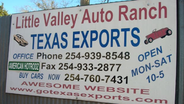 The sign leading into Little Valley Auto Ranch in Belton, Texas, contains all the important contact information for the business. Simple, yet effective for maintaining customer traffic.