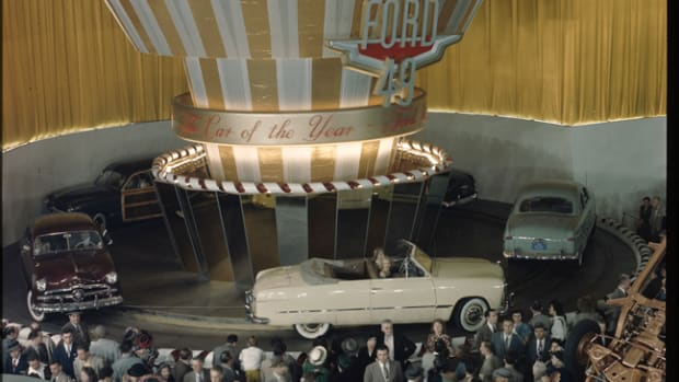 On June 14, 1948, crowds jammed the Waldorf Astoria's main ballroom to check out the totally new 1949 Ford line-up. (Courtesy Ford Motor Co.)