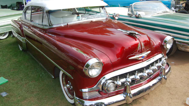 The grille and factory accessory hood ornament tells us that this Bel Air is a '53.