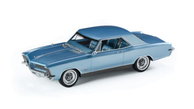 Automodello's 1:24-scale 1965 Buick Riviera GS model in Astro Blue.