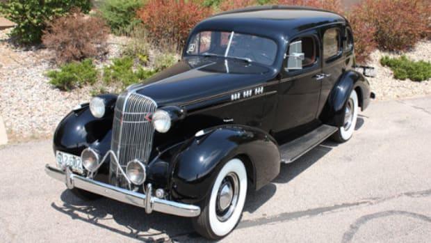 1936 Oldsmobile L-36 touring sedan