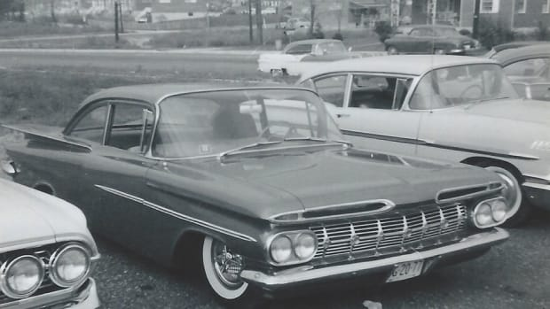 The mildly customized Biscayne parked chronologically with other Chevrolets. In this photo, the Biscayne wears 1962 license plates.