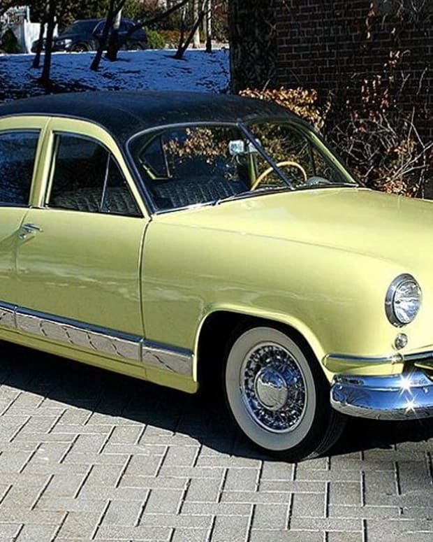 This 1951 Kaiser Deluxe sedan features Golden Dragon 1