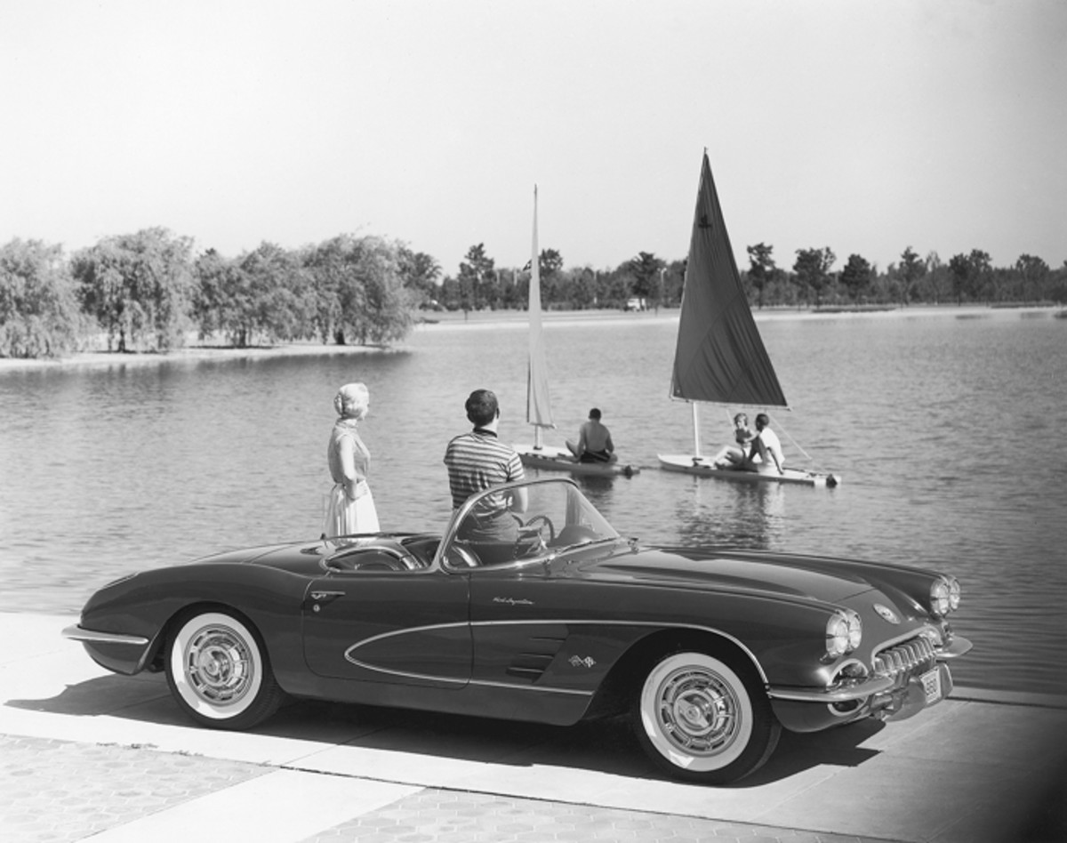 The 1960 Corvette had few changes from the 1959 model.