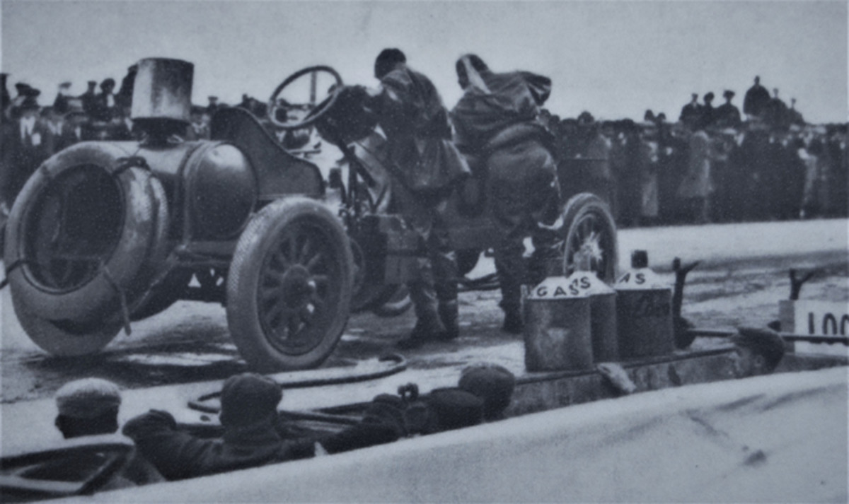 Vanderbilt Cup Race, Oct. 24, 1908. The winning Locomobile stopped at the end of the ninth lap to take on supplies. The tanks were filled in 1 min. and 15 sec.