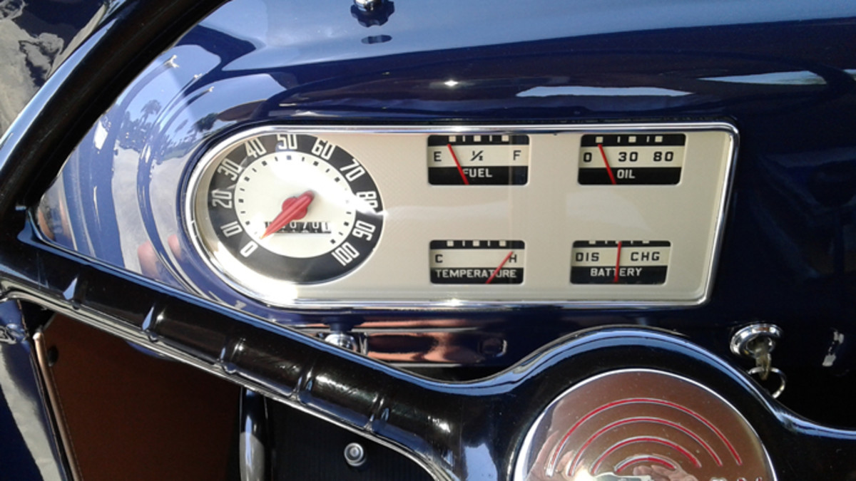 Straight forward instrument cluster with clear gauges
