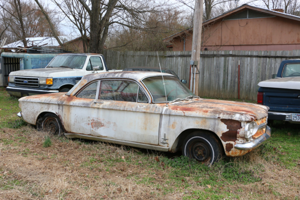This 1962 Corvair 900 Monza Spyder supposedly runs, but needs work.