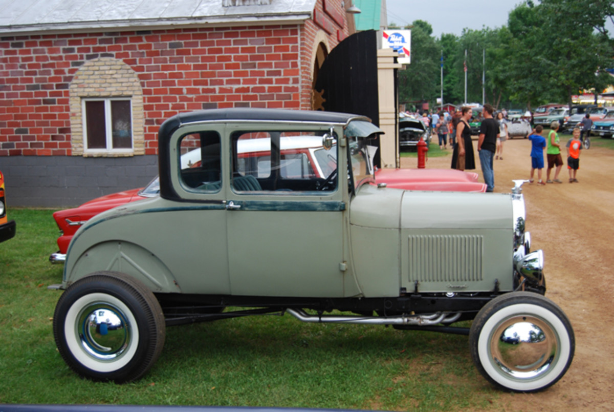 Fenderless street rods are in the spotlight in Wisconsin.