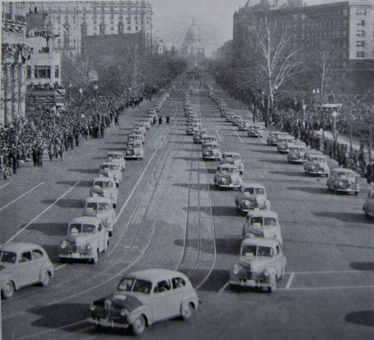 A fleet of 140 Ford courtesy cars in the 1941 inaugural parade in Washington, D.C.