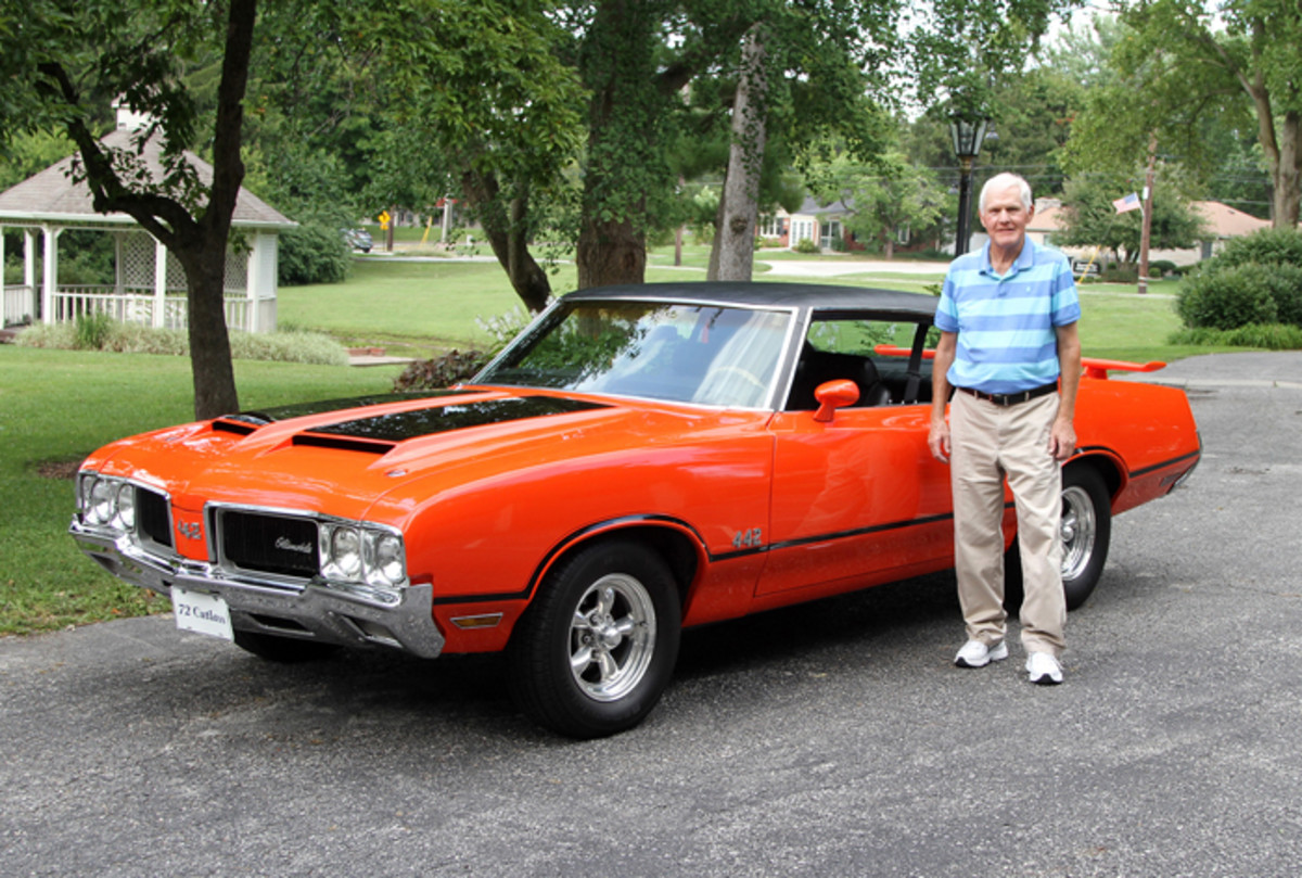 The proud owner with his 1972 Cutlass Supreme/4-4-2 hybrid.