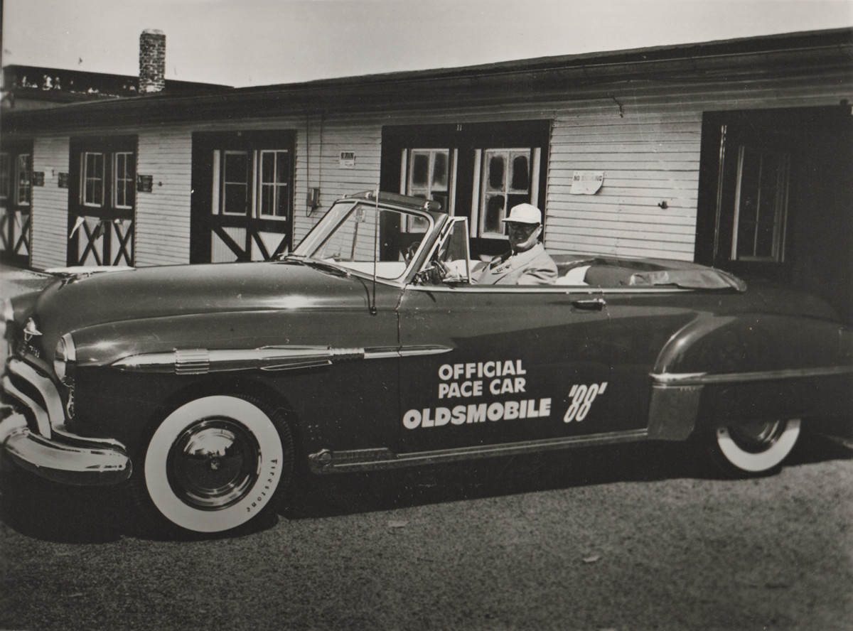 1949 Oldsmobile Rocket 88 pace car edition