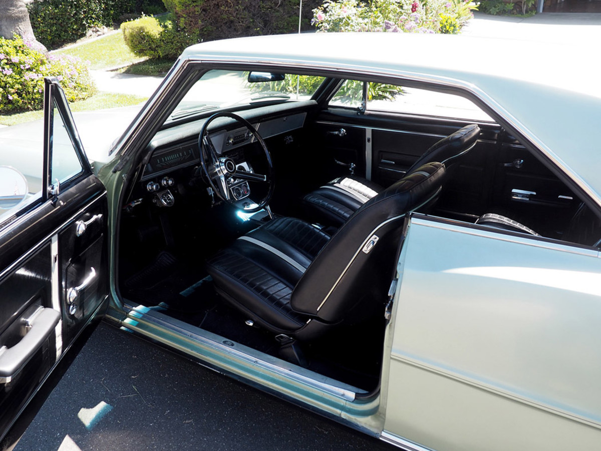 The 1967 Nova SS featured Strato-buckets and a console, along with a three-spoke steering wheel.