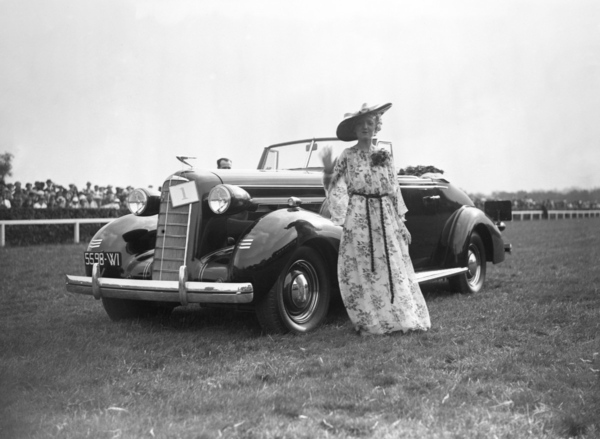Another shot from the 1936 automotive elegance competition during the Hippique des Artistes Day in France. This image shows an American representation from the likes of LaSalle, Cadillac's lower-priced but innovative and equally trendsetting companion marque.
