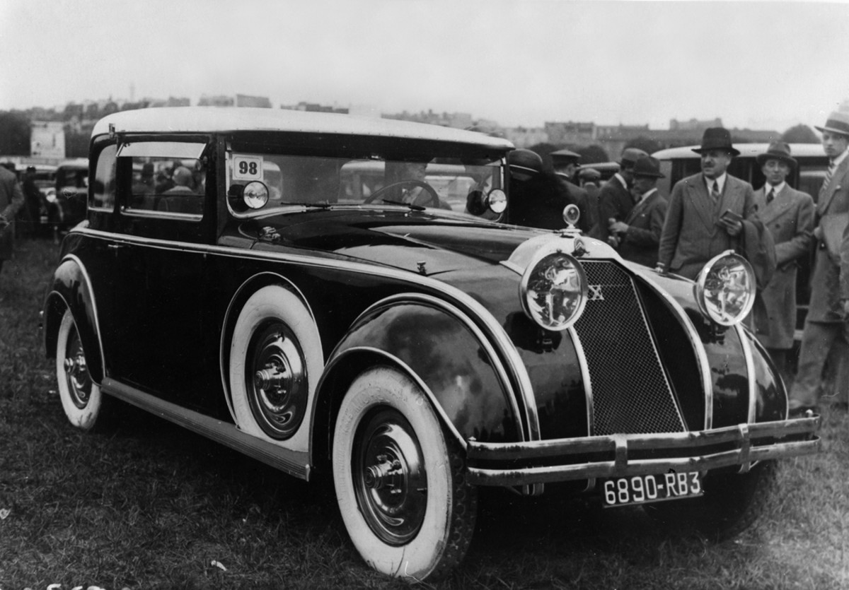 A wild Citroën with several streamlined design features won first prize for original body work at an unidentified concours d'elegance in Paris, supposedly in 1929. If the 1929 date credited to this photograph is correct, the Citroën's design was incredibly ahead of its contemporaries.