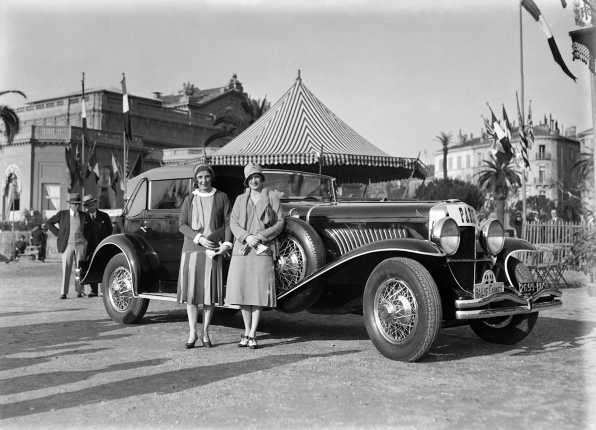 A long-wheelbase Duesenberg Model J Hibbard & Darrin convertible town car (J-195/2216) shown at the 1930 rallye at Cannes as part of the concours d'elegance there. The car has also been pictured in a lighter color while on the French concours circuit during the same period while wearing the same license plate.