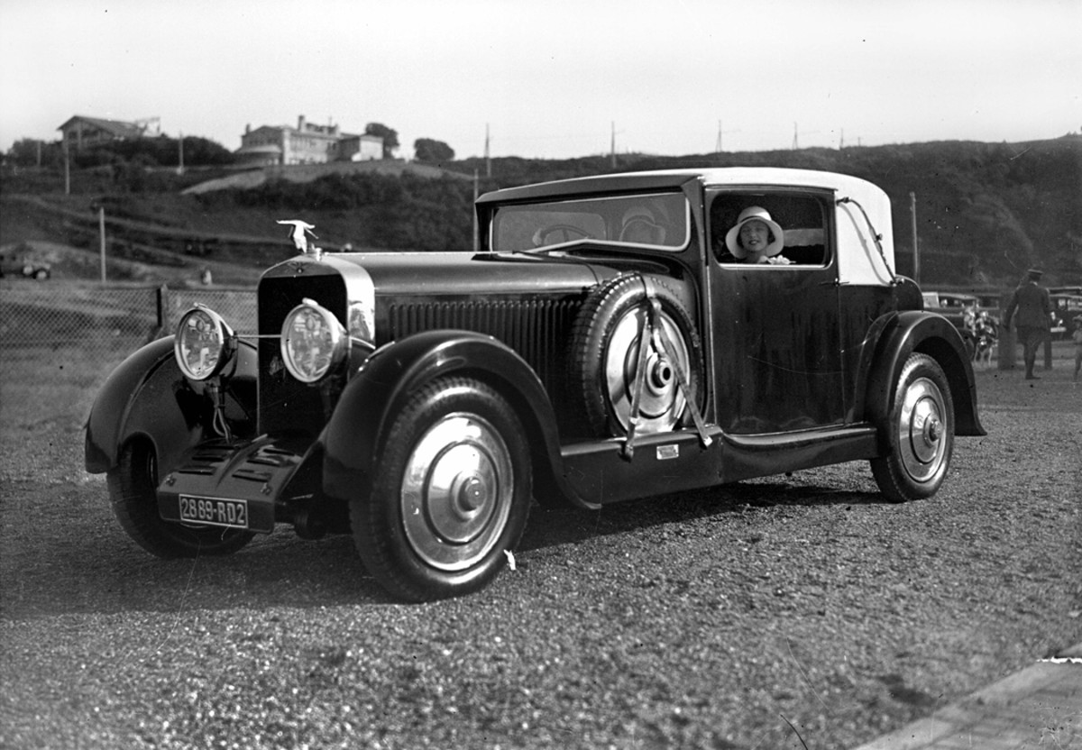 """Hispano-Suiza was regularly represented on the concours field. This """"Hisso"""" at a March 1929 concours d'elegance at Biarritz, France, appears to wear the flat-sided coachwork indicative of body builder Million-Guiet."""