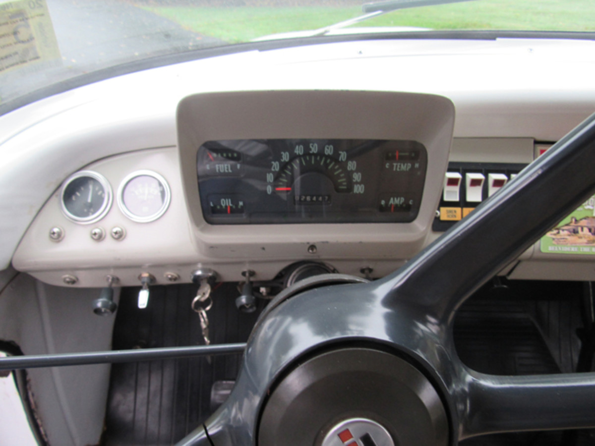 A white pod contains the gauges and fan-style speedometer.