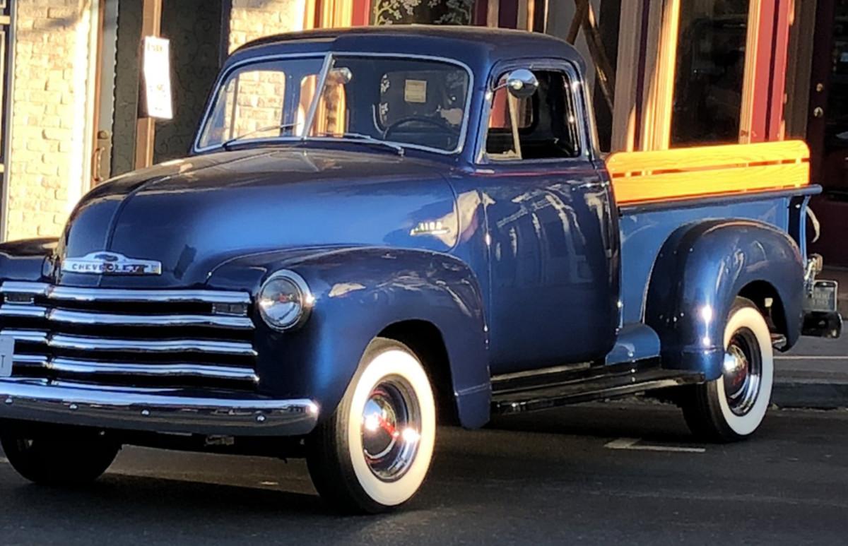 1953 5-window Chevrolet 3100