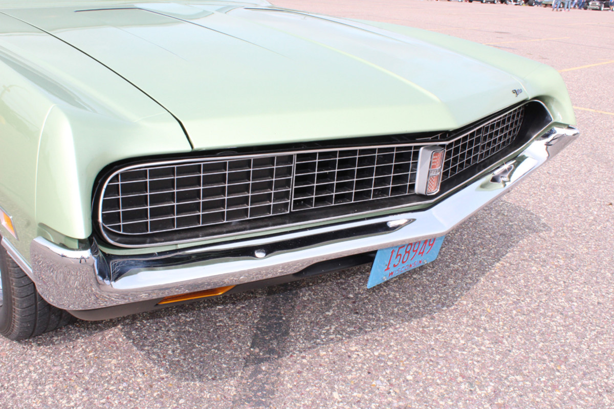 The vacuum-operated Hideaway Headlamps and segmented grille class up the Torino's front end and are  reminiscent of the Mercury Cougar of the same era.