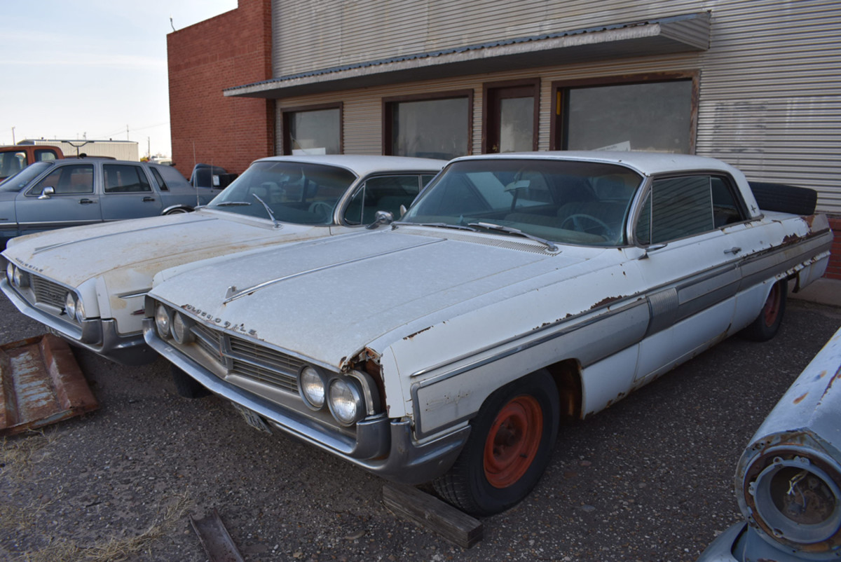 A pair of 1962 Oldsmobiles at Owens Salvage; the Starfire hardtop was a real eye-catcher.