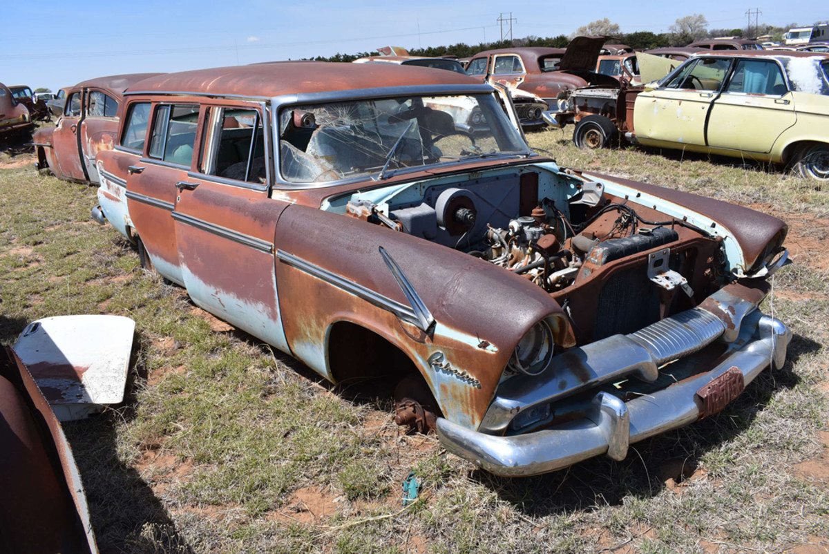 This 1955 Plymouth Belvedere wagon was sporting Texas license plates from the mid 1960s.