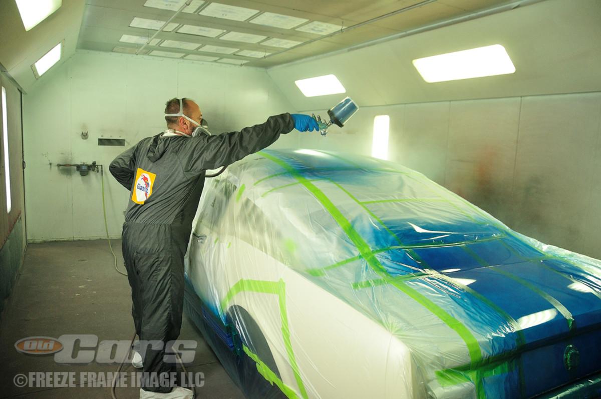 Jason Billups applies the racing stripes.