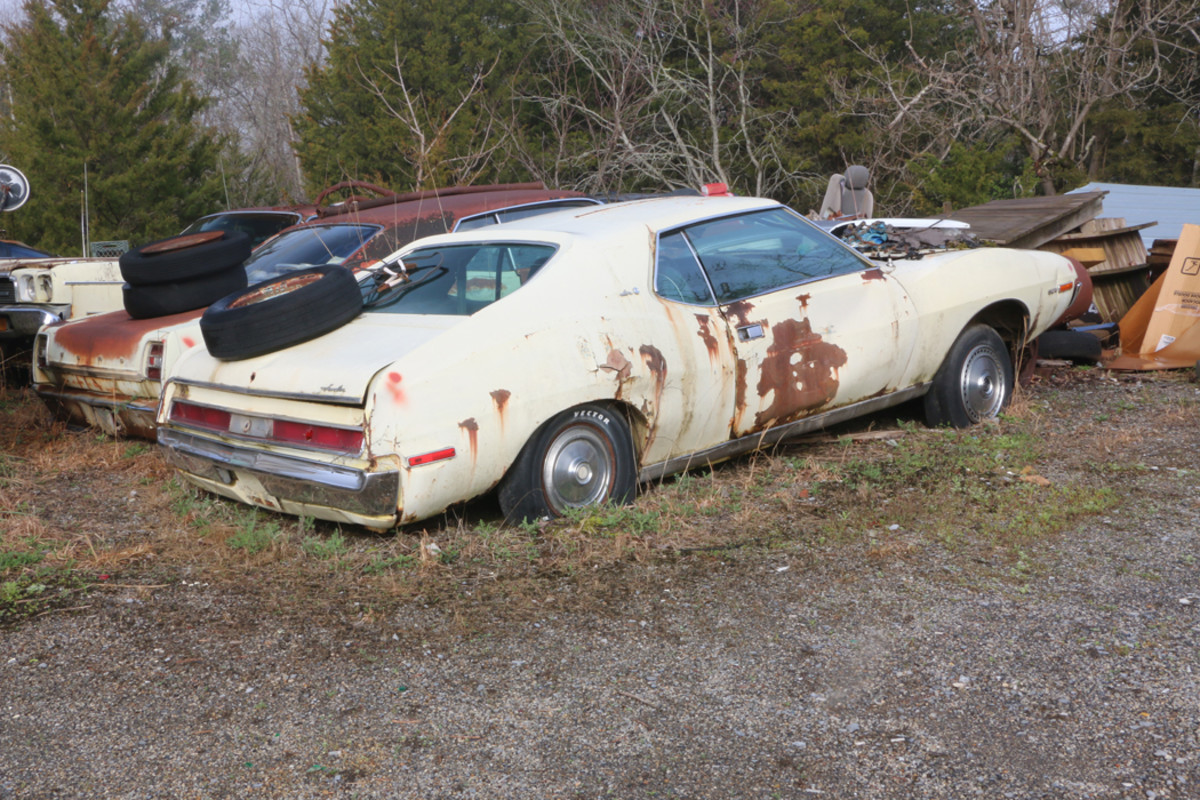 This '71 Javelin is an automatic and had a 304-cid V-8 in it, but Ronnie removed it and put it in a Jeep.