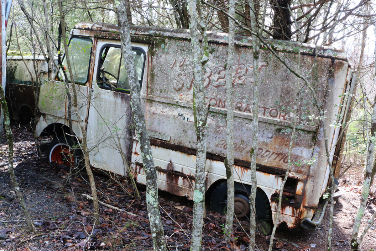A 1962 Chevrolet Dubl-Duty Forward Control Step-Van was last used by a building contractor. The body was built by Union City Body Co. of Union City, Ind., which built several bodies for Duesenbergs during the Classic era.  Ronnie has the title for this Step-van. The engine is there, but it has missing parts.
