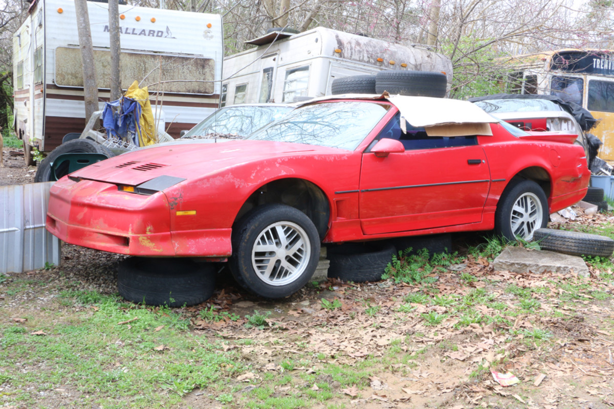 For sale as a complete car is this 1987 Firebird Trans Am with T-tops and a 305-cid V-8 engine with a four-barrel carburetor.