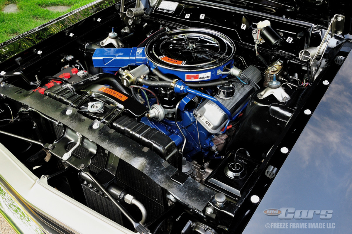 The engine is Ford's 428-4V Super Cobra Jet (SCJ) and since it's the version without the ram air hood, it's identified as a Q-code.