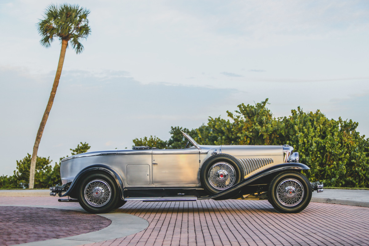 """Duesenberg noted the Murphy Torpedo was a """"very beautiful and unusual roadster when the top is lowered as the top folds completely out of sight into the body. This car is unusually fast because of its effective streamline. It has a rumble seat for one."""""""