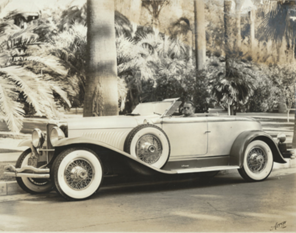 Original owner David Gray in the featured Duesenberg, which was licensed in California by the time of this photo. Also note the lack of vertical trim strips on the leading surface of the rear fenders.