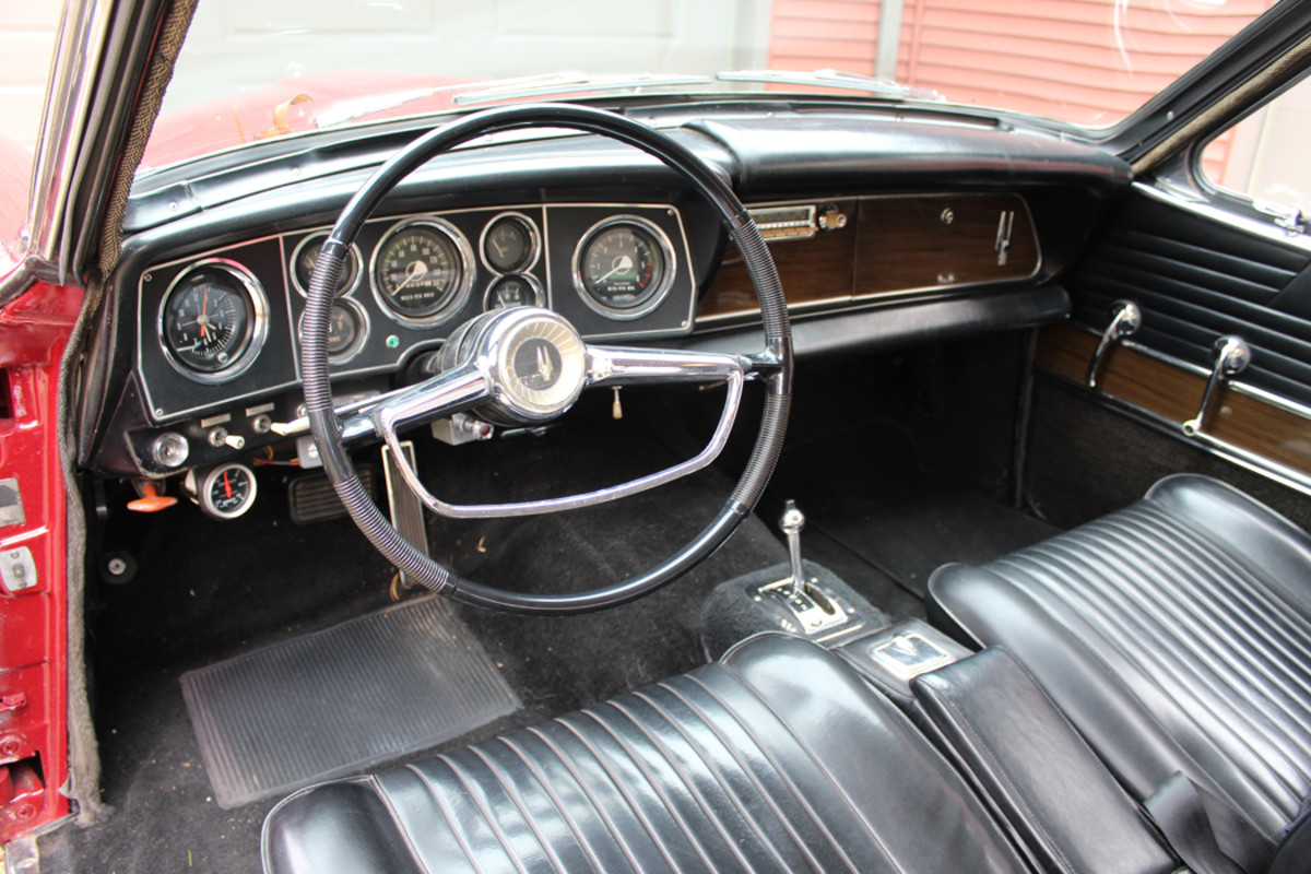 For 1964 Studebaker added new pleated vinyl seats and woodgrain trim on the instrument panel.