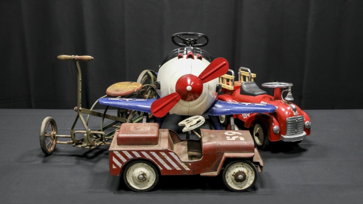 Various items from the Pugsley Collection