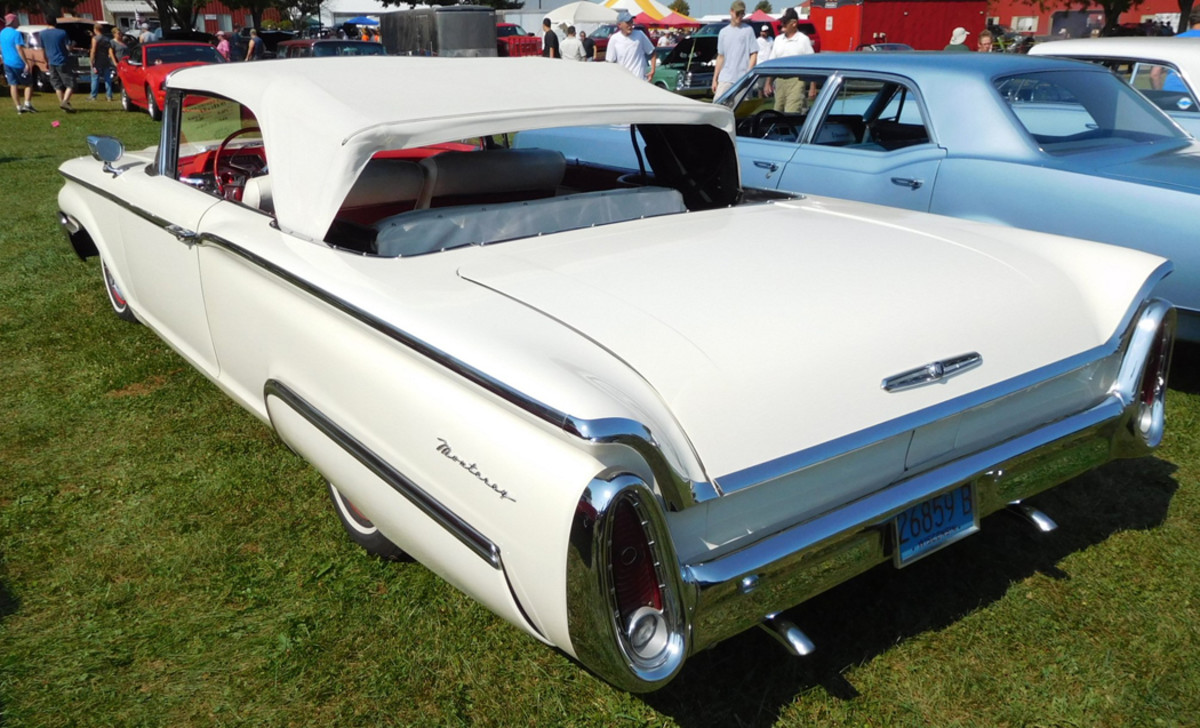 An inside lock release for that long, long trunk lid was a factory option for 1960 Mercurys. Montereys were 219.2 inches from bumper to bumper.