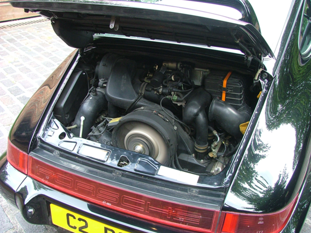 The 3600cc air-cooled RST engine specification included a re-mapped engine management system and lighter flywheel, producing more power and torque than a standard 964.