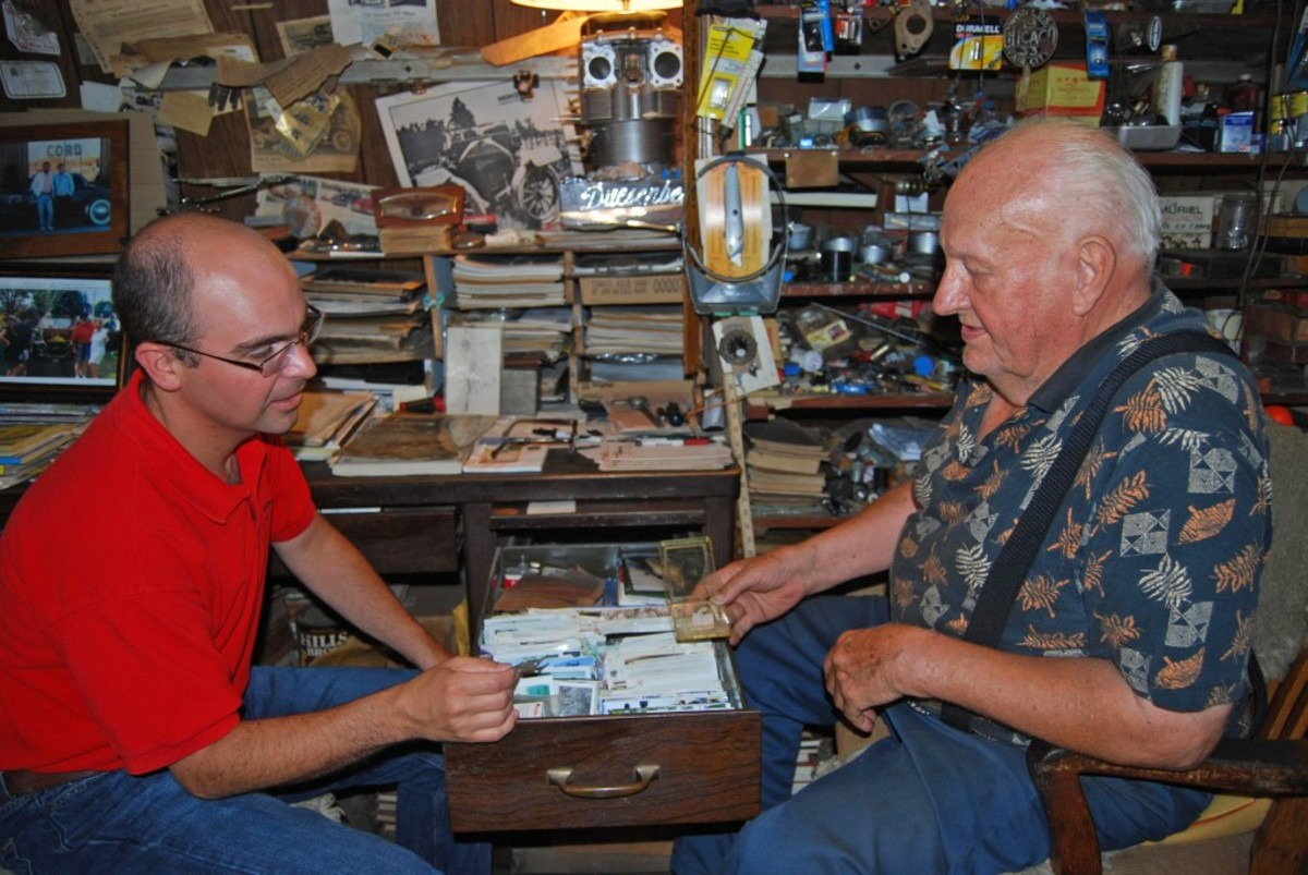 Old Cars Weekly editor Angelo Van Bogart sits down with Joe Kaufmann during a 2010 interview.