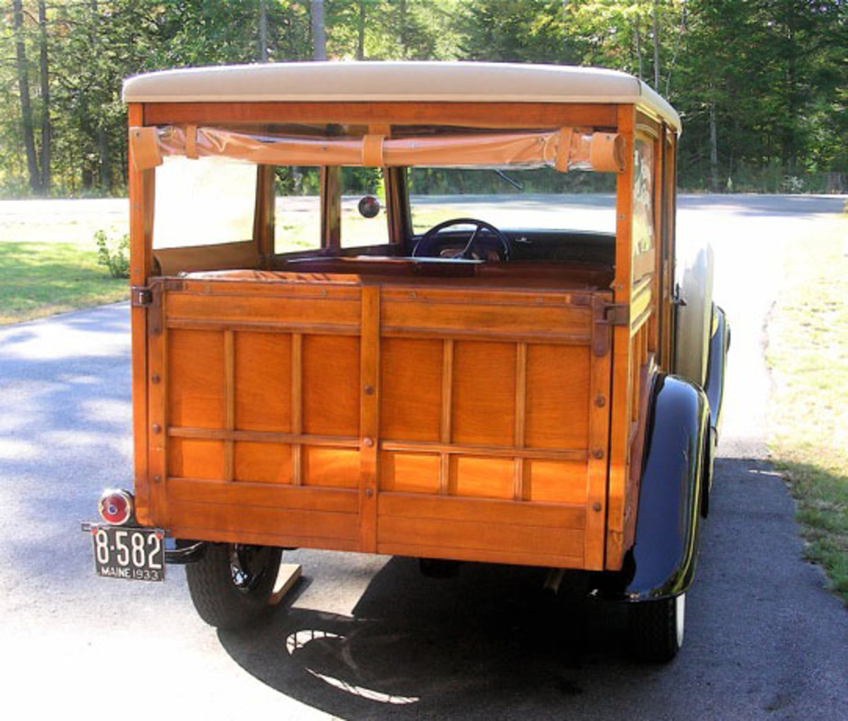 1933 Ford Woodie-tail gate