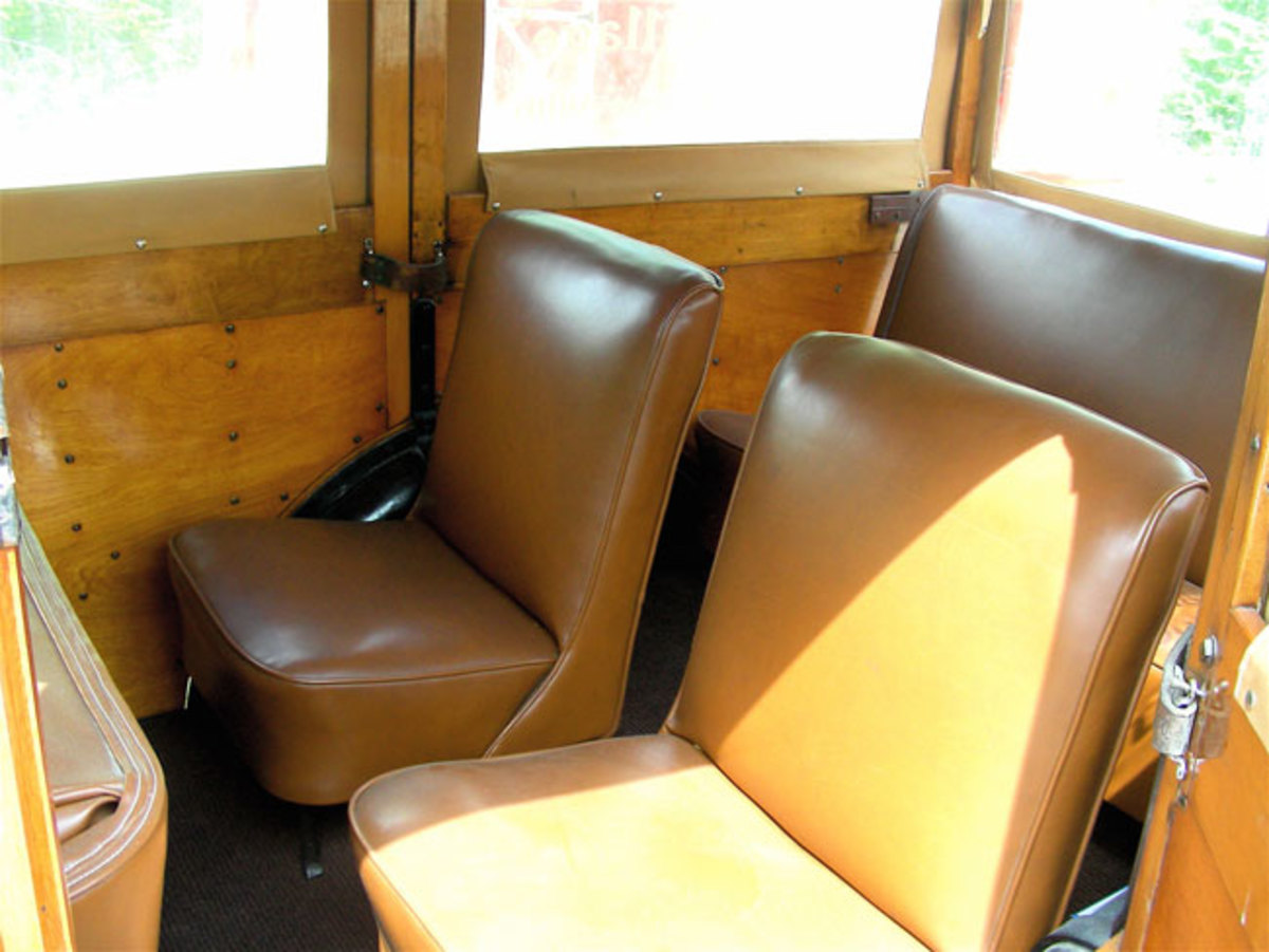1933-Ford-Woodie-seats2