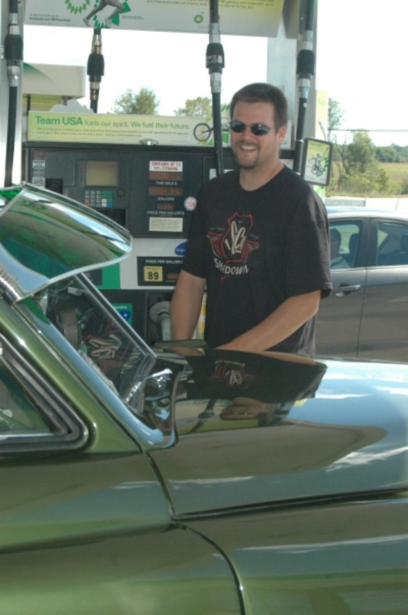 Adam fills the tank on the Tucker. Yes, the gas fill is on the driver's front fender of this car.