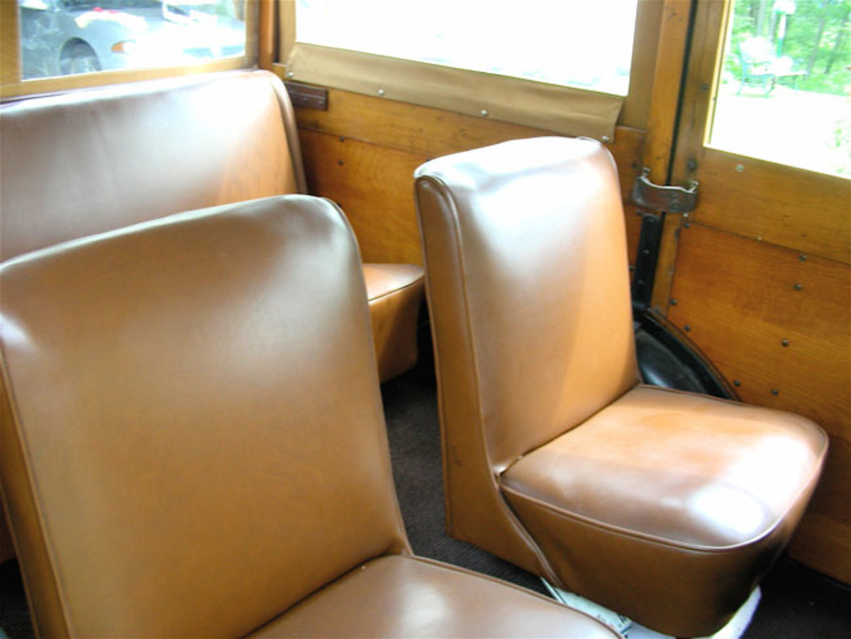 1933-Ford-Woodie-seats