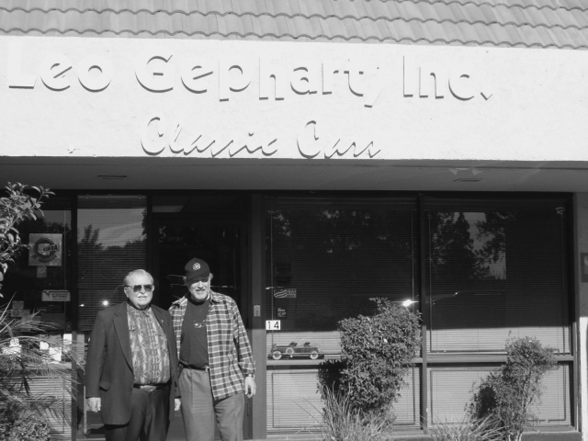 Hobby icon Leo Gephart poses with Joe Bortz at Gephart's Arizona location in 2008.