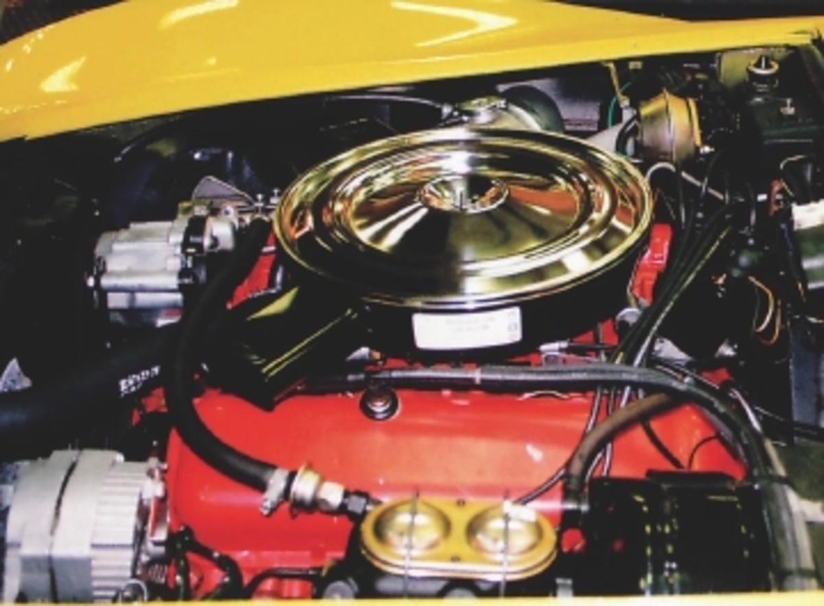 72 vette engine close up.jpg