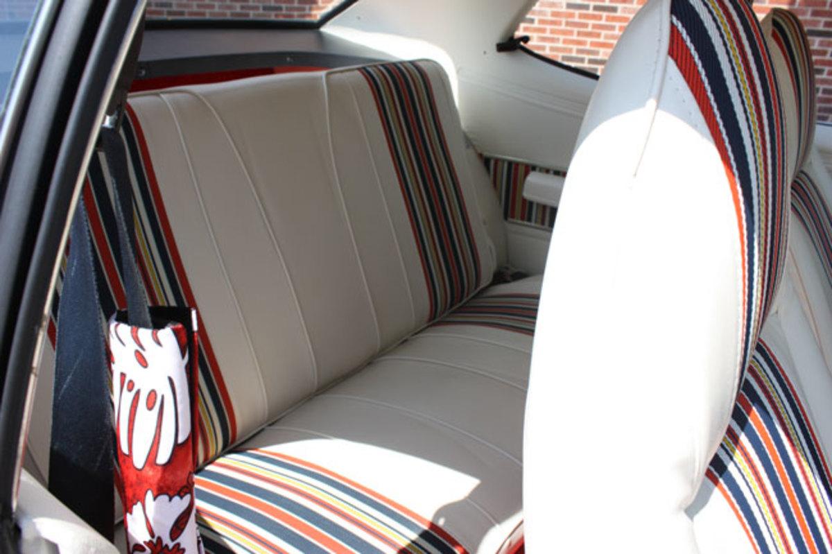 1971-Dart-backseat